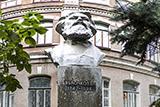 Памятник П. Н. Яблочкову
